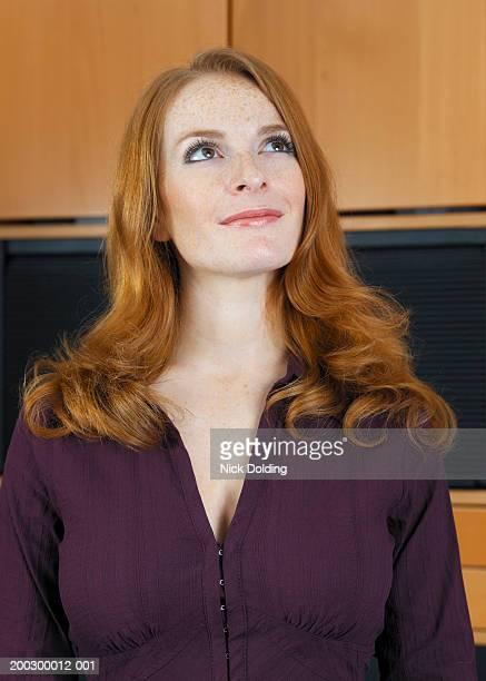 woman smiling, close-up - chemisier photos et images de collection