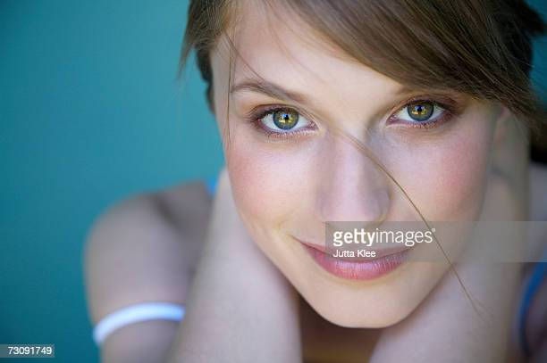 woman smiling, indoors - hazel eyes stock pictures, royalty-free photos & images