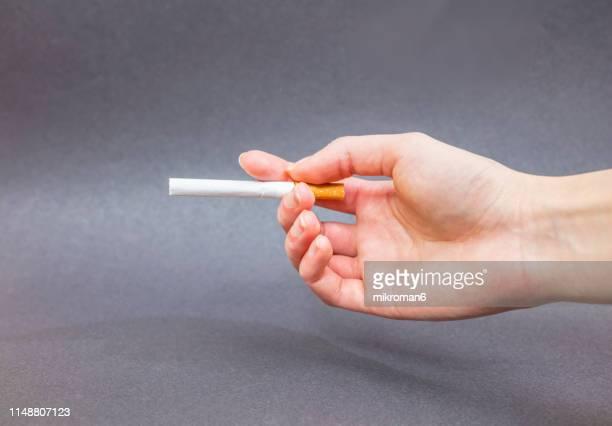 woman smoking cigarette - gift hand stock-fotos und bilder