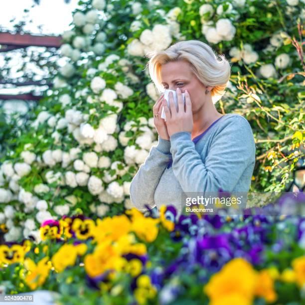 Frau Niesen in der blühenden Garten