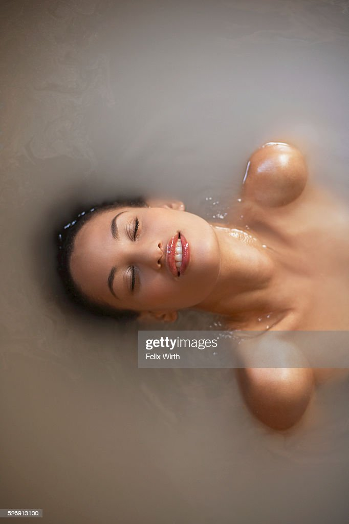 Woman soaking in bath : Foto stock