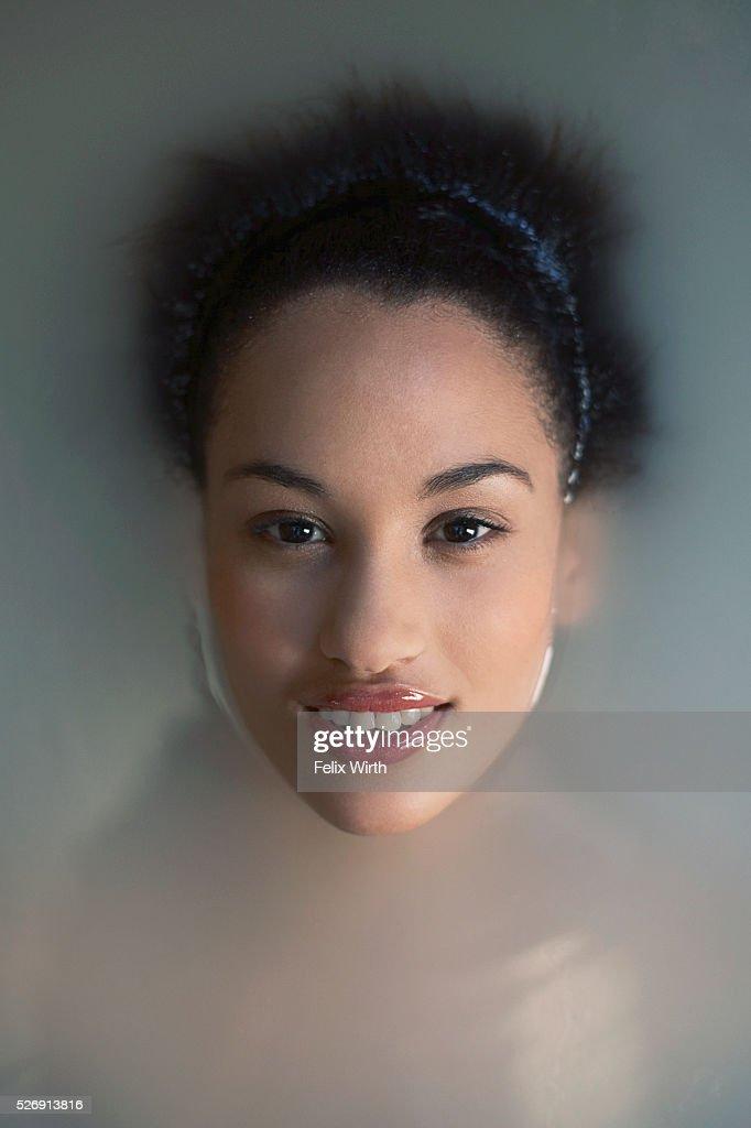 Woman soaking in bath : Stock-Foto