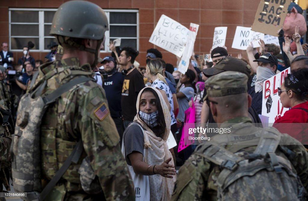 Demonstrators Protest As Trump Holds 'Make America Great Again' Rally : Foto di attualità