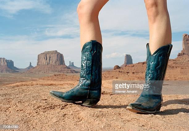 woman standing in desert wearing cowboy boots - カウボーイブーツ ストックフォトと画像