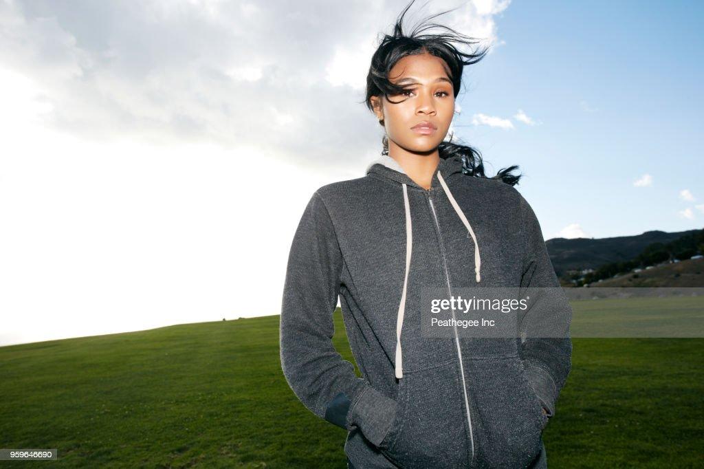 woman standing in field : Stock-Foto