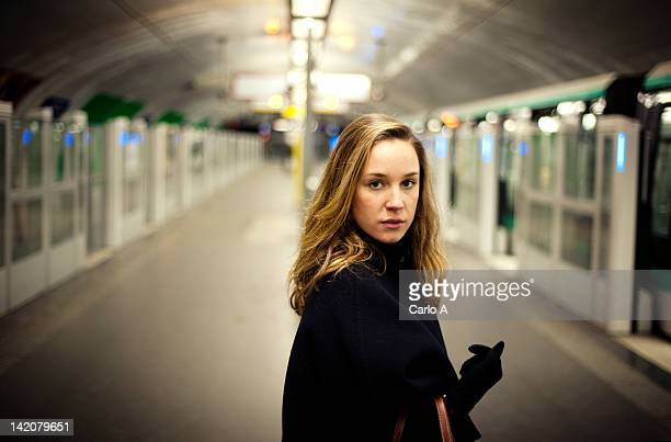 woman standing in metro station - cultura francese foto e immagini stock