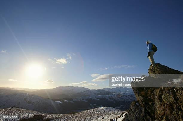 woman standing on mountain peak - 冠雪 ストックフォトと画像
