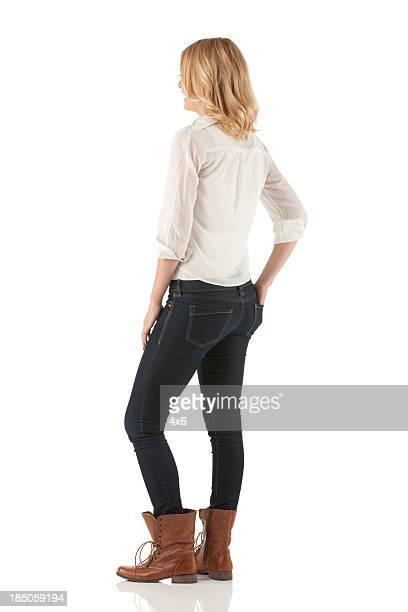 Frau stehend