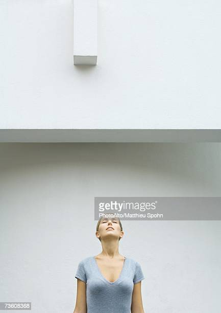 woman standing with head back and eyes closed, waist up - 頭をそらす ストックフォトと画像