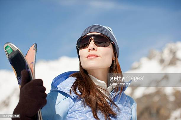 woman standing with skis - wintersport stockfoto's en -beelden