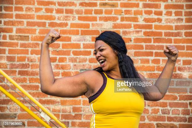 woman strength, determination, healthy lifestyle - body positive stock pictures, royalty-free photos & images