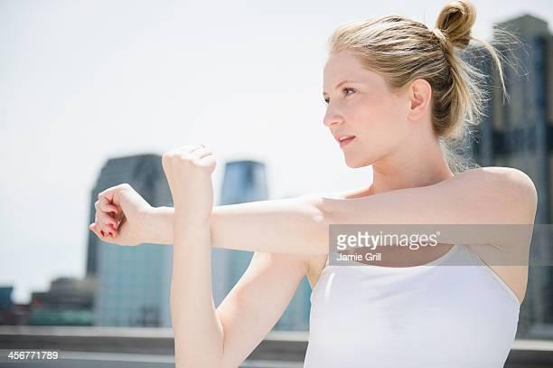 woman stretching outside - スパゲティタンクトップ ストックフォトと画像