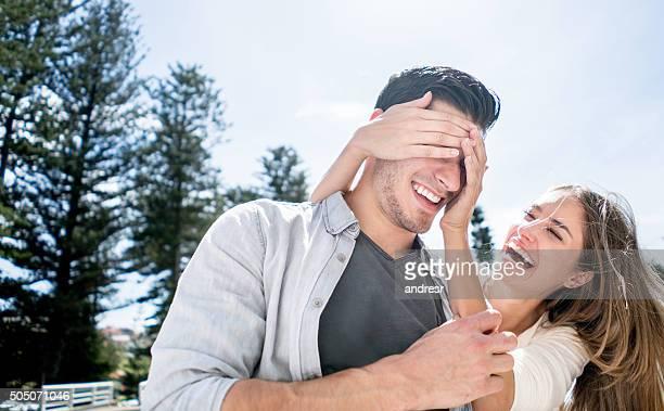 Frau Ihrem Freund überrascht