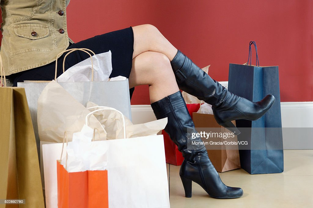 Woman surrounded by shopping bags : ストックフォト