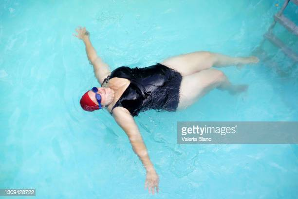 woman swimmer in pool - showus stock pictures, royalty-free photos & images