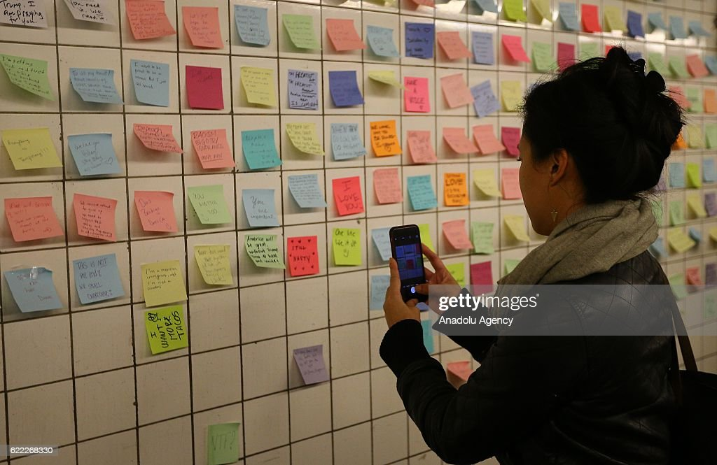 """""""Subway Therapy"""" in NYC after US 2016 presidential election : News Photo"""
