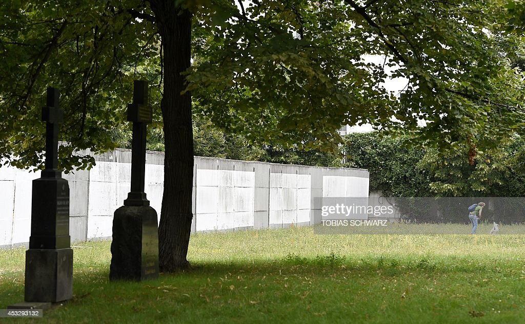 GERMANY-HISTORY-BERLIN WALL : News Photo
