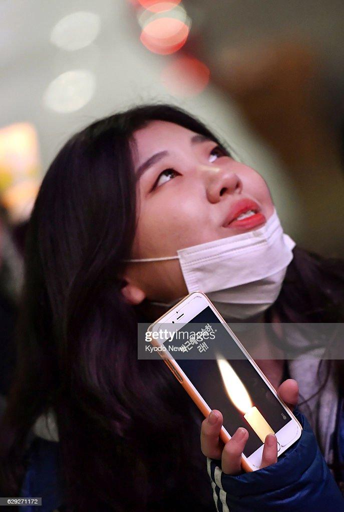 S. Koreans seek immediate resignation of President Park : Nachrichtenfoto