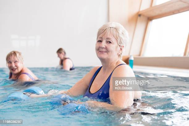 woman taking part in a water aerobics class - boston lincolnshire 個照片及圖片檔