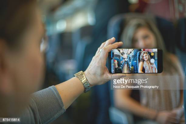 woman taking pictures - kin in de hand stock pictures, royalty-free photos & images