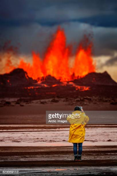 woman taking pictures with a tablet. holuhraun eruption, bardarbunga volcano, iceland - lava stock-fotos und bilder