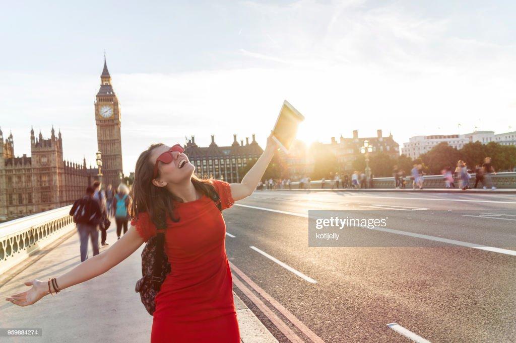 Frau nehmen Selfie in London : Stock-Foto