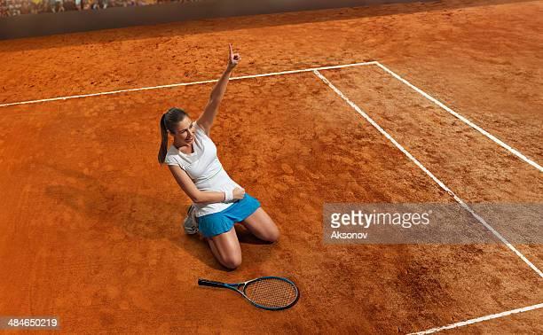 Femme de joueur de Tennis de bonheur
