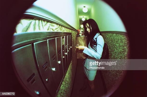 woman through a peephole - voyeurismo fotografías e imágenes de stock