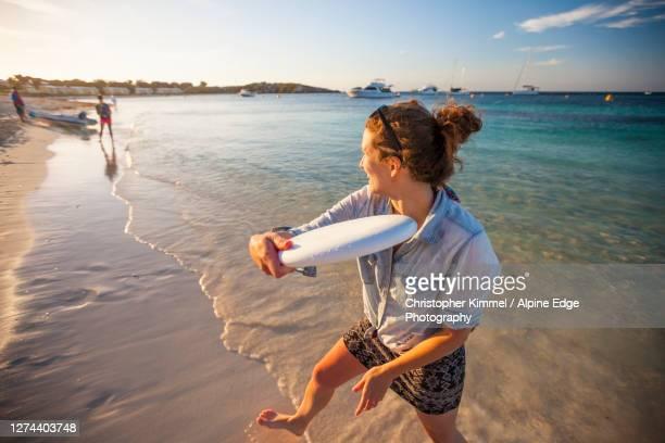 woman throwing plastic disc on beach,rottnestisland, perth, western australia, australia - indian ocean stock pictures, royalty-free photos & images