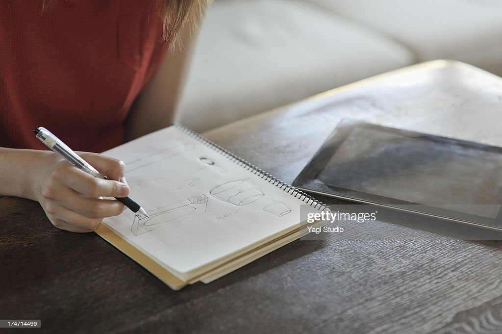 Woman to sketch in the living : Stock Photo