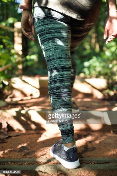 woman trail running in a jungle - arab feet photos et images de collection