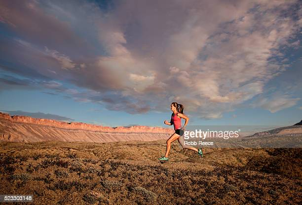 woman trail running in desert, grand junction, colorado, usa - robb reece stockfoto's en -beelden