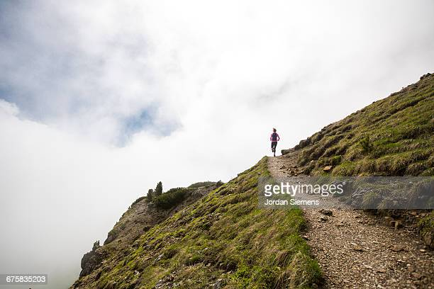a woman trail running - cross country running stock pictures, royalty-free photos & images