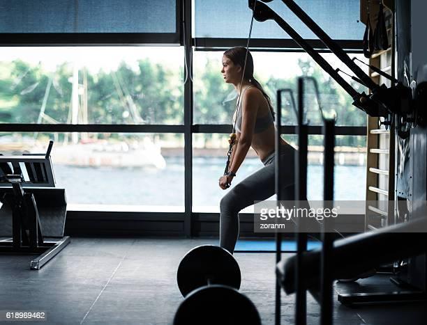 woman training hard - cavo d'acciaio foto e immagini stock