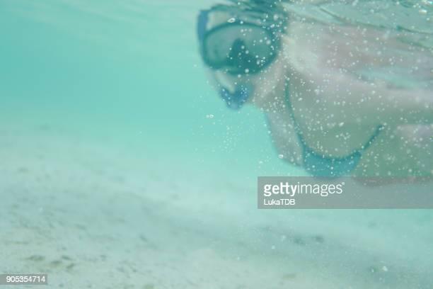 Frau Reisenden Schnorcheln auf den Malediven