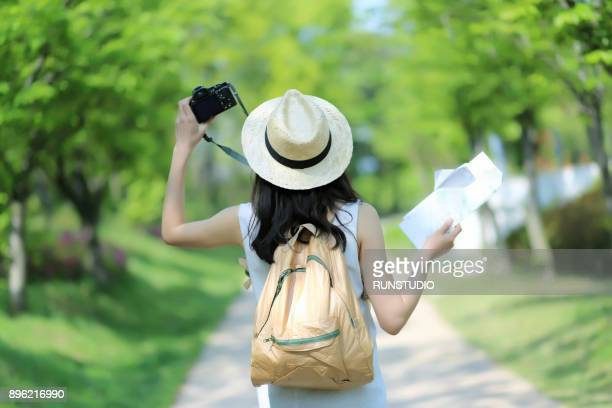 woman traveler with camera and map - photographic equipment stock pictures, royalty-free photos & images