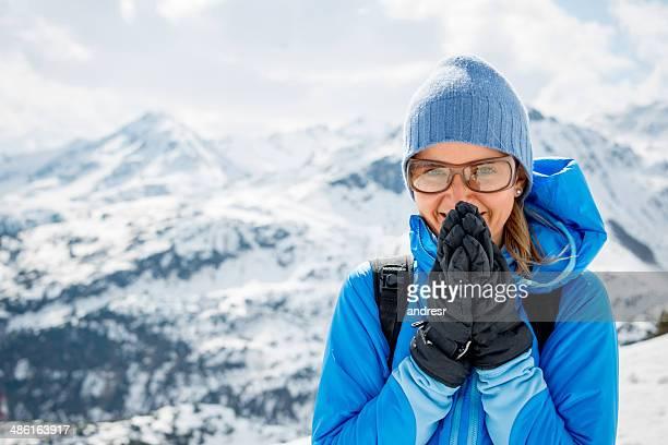 Frau Reisen im Winter