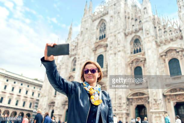 woman traveling in milan - cathedral stock pictures, royalty-free photos & images