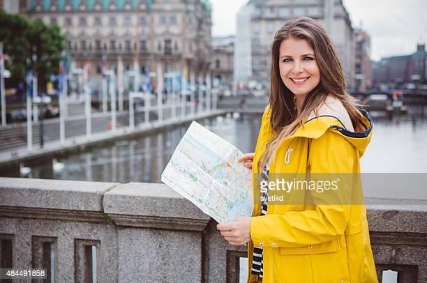 woman traveling. - mid adult men stockfoto's en -beelden