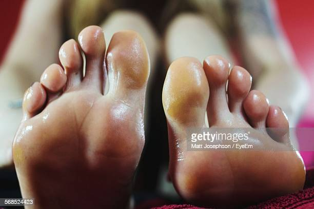 woman treating discoloration of foot sole - pretty toes and feet stock photos and pictures