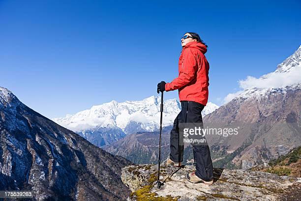 女性のトレッキング、ネパールヒマラヤ山脈