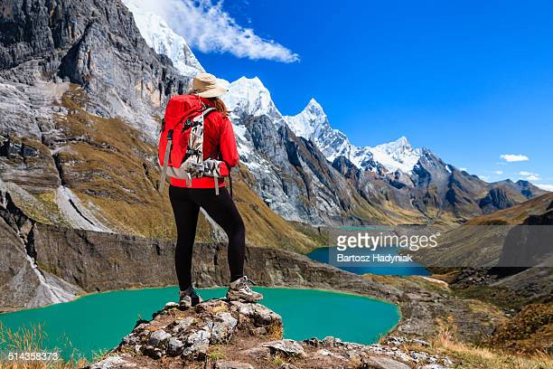 woman trekking near tres lagunas in peruvian andes - três pessoas stock pictures, royalty-free photos & images