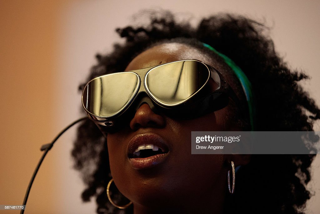 Dlodlo Reveals New Virtual Reality Glasses : News Photo