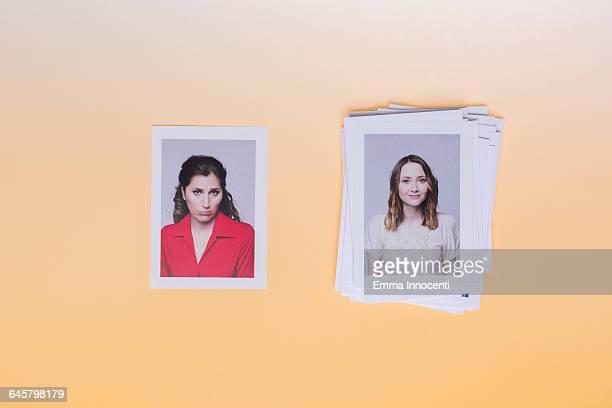 woman upset next to woman on top of pile of photos - comparação - fotografias e filmes do acervo