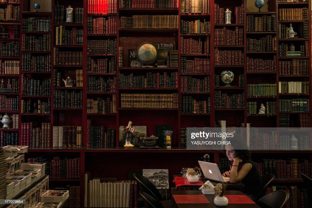 BRAZIL-LITERATURE-SECOND-HAND-BOOKS : News Photo