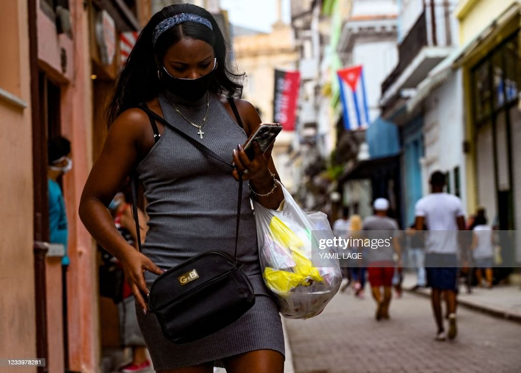 CUBA-POLITICS-DEMONSTRATION-INTERNET : News Photo