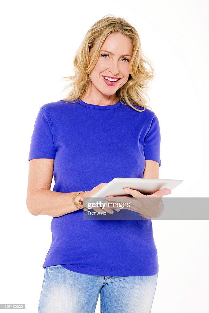 Mujer usando una tableta digital : Foto de stock