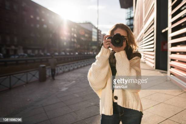woman using a dslr camera - digital camera stock pictures, royalty-free photos & images