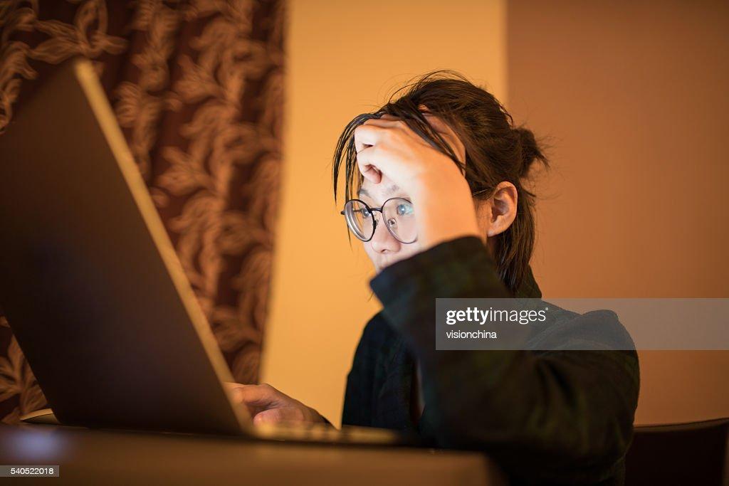 Frau mit laptop : Stock-Foto