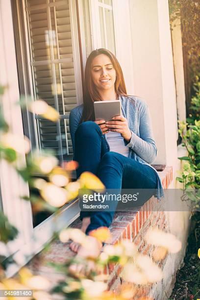 Frau mit einem tablet-PC